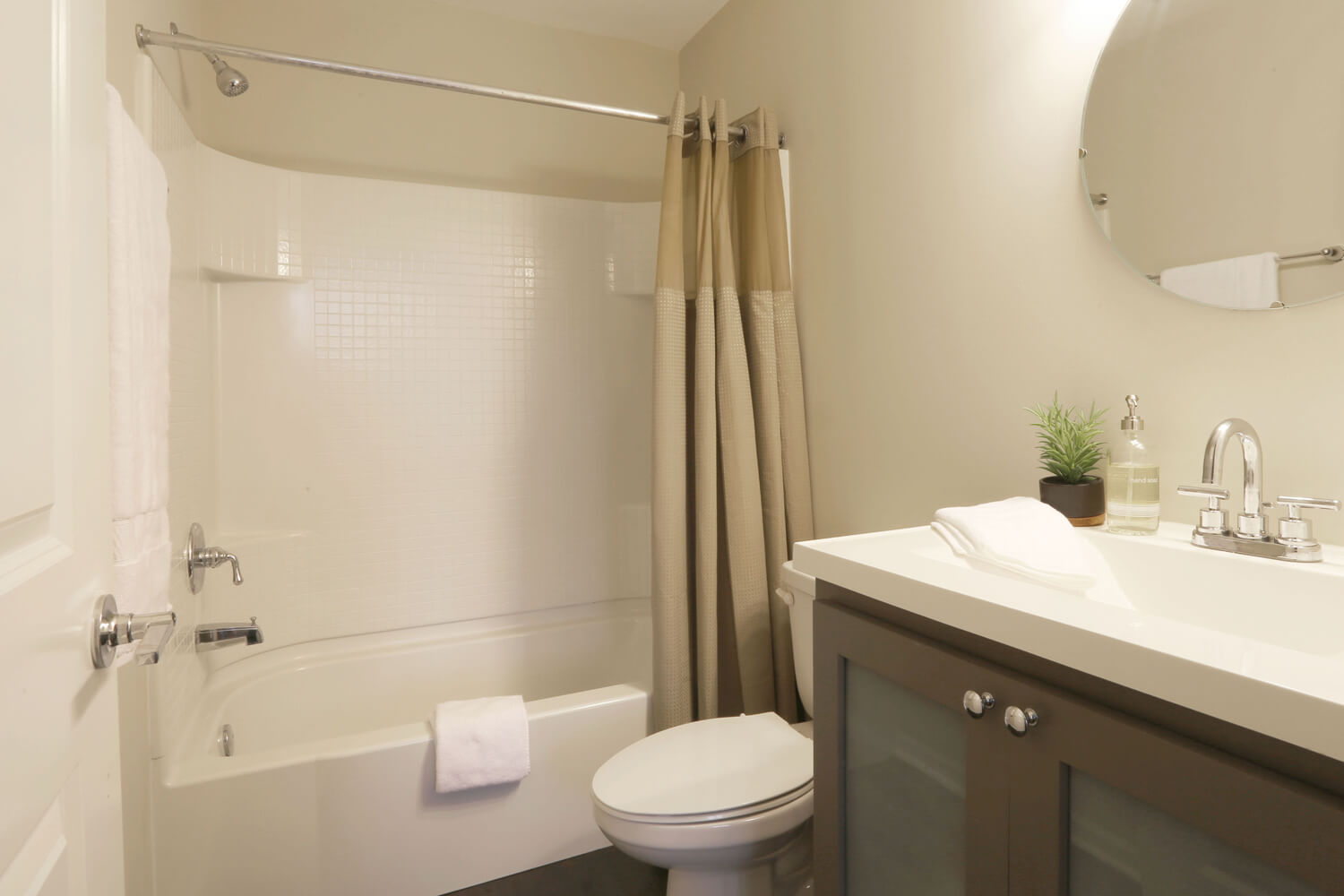 The 40 Four Building Designed by Foshee Architecture – Apartment Bathroom