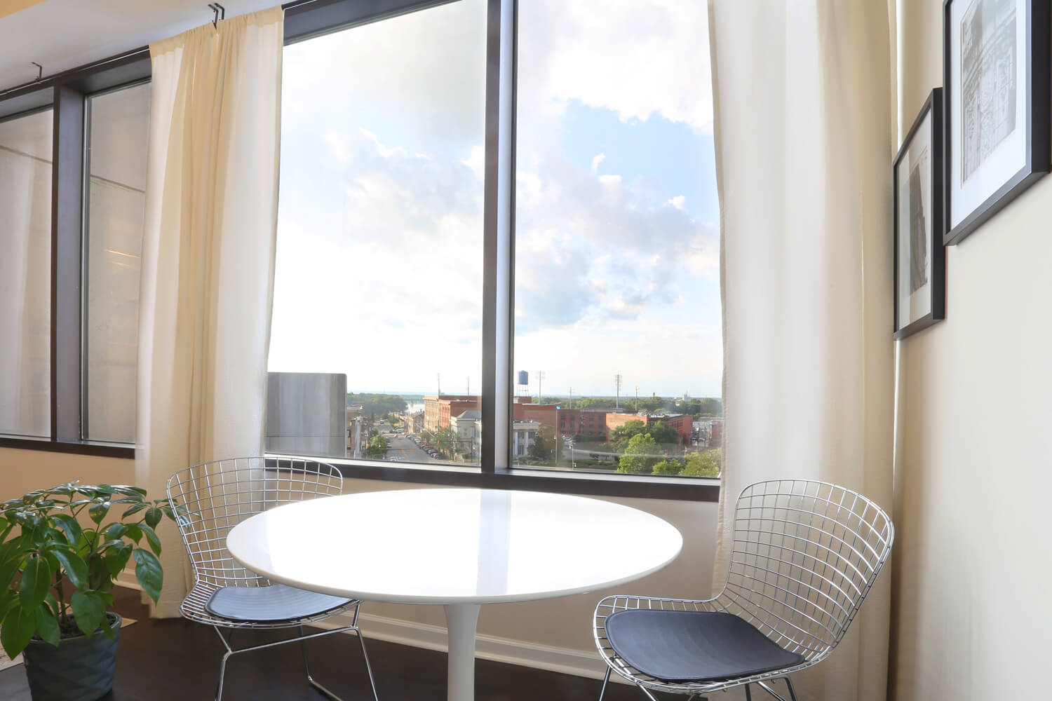 The 40 Four Building Designed by Foshee Architecture – Apartment Dining Room
