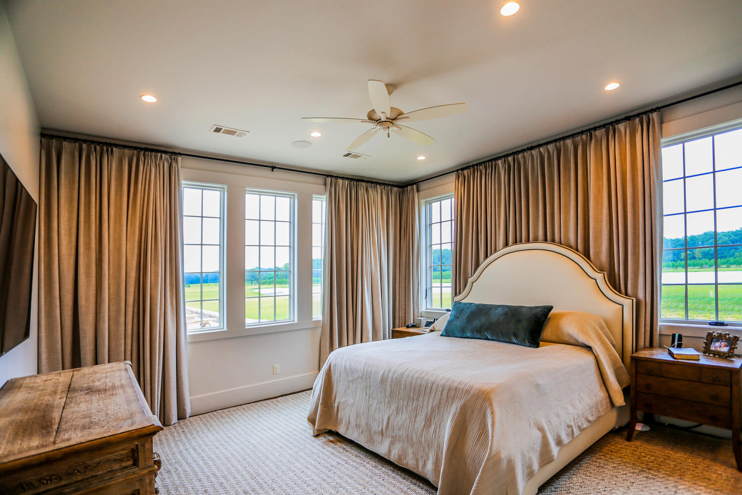 Private Residence - Master Bedroom - Designed by Foshee Architecture