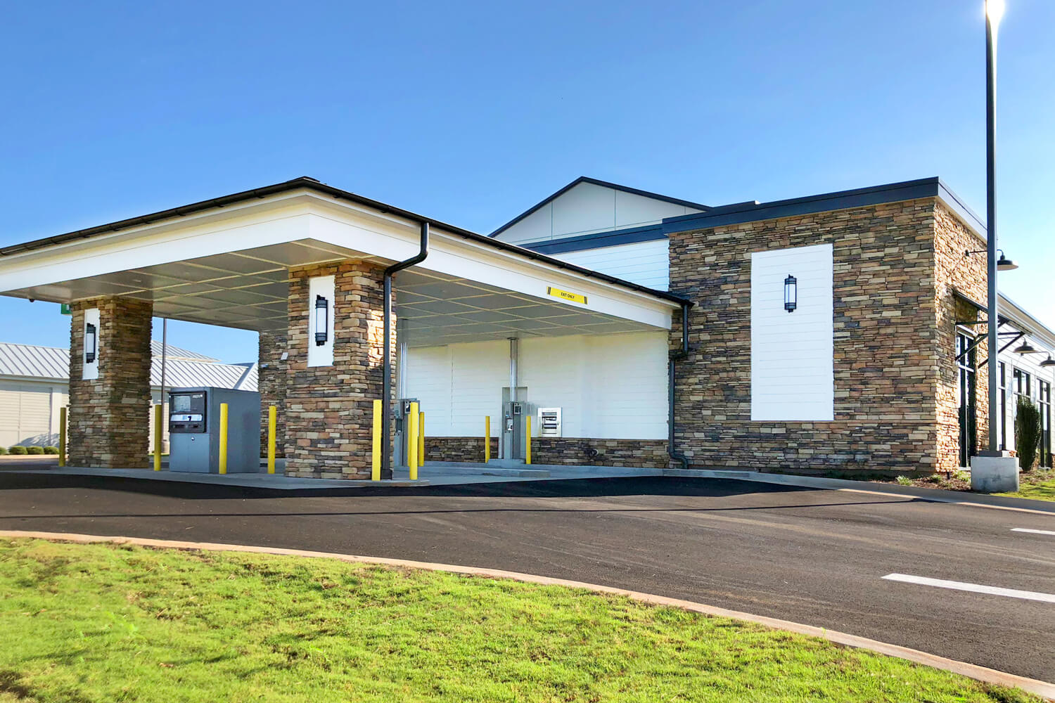 Guardian Credit Union - Drive Through - Designed by Foshee Architecture