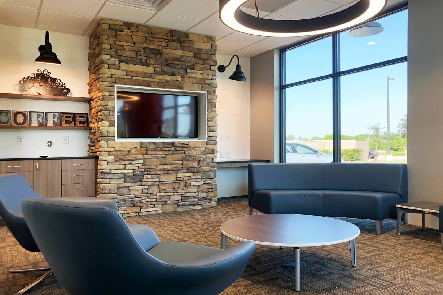 Guardian Credit Union - Customer Lounge - Designed by Foshee Architecture